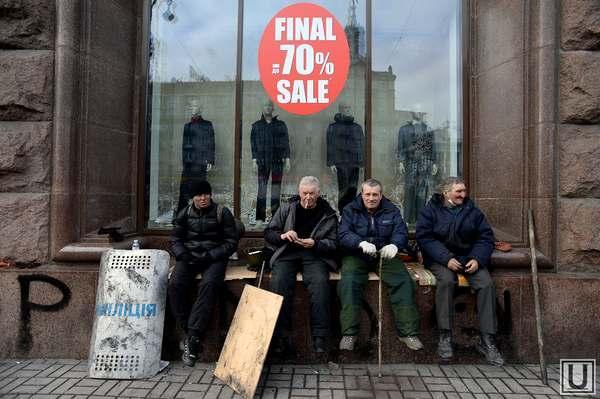 Maydan_Kiev_Ukraina_21_02_2014_skidki_rasprodazha_maydan_besporyadki_revolyutsiya