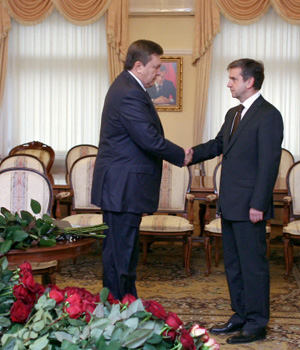 Президент Украины Виктор Янукович почтил память Виктора Черномырдина