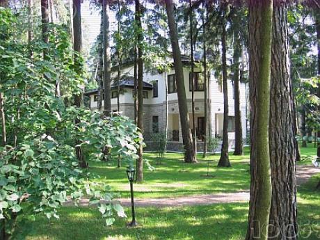 1394924882-1525-yanukovich-rezidentsiya-moskva