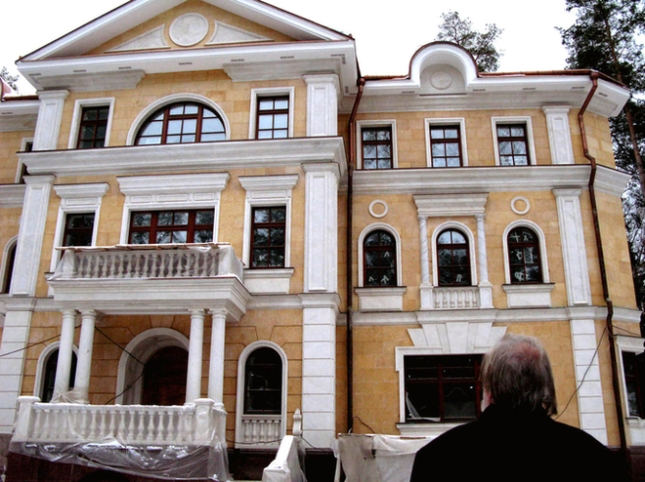 The luxury 4 floor villa in Moscow reportedly owned by former ukrainian president Ianukovich