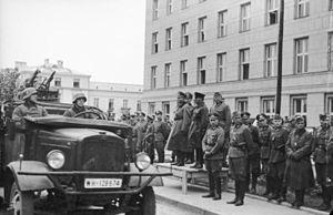 300px-Bundesarchiv_Bild_101I-121-0011A-23,_Polen,_Siegesparade,_Guderian,_Kriwoschein