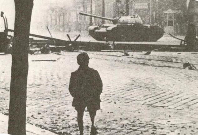Soviet_tank_in_Budapest_1956